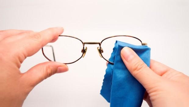 3ef6e4181078d Como cuidar dos óculos de grau