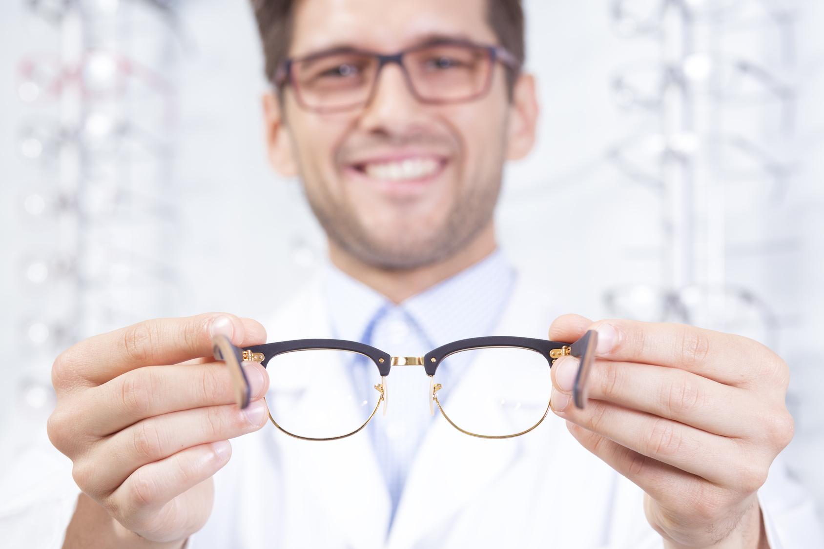 5 dicas para se adaptar aos óculos novos   Quevedo - Joalheria e Ótica 1b72d37e99